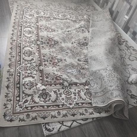 Кілем 2.5 × 4 метр (новый подарили)
