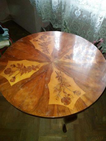 Masa de lemn Veche și pat lemn