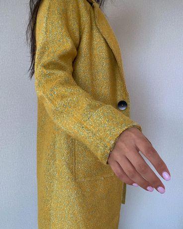 Продам яркое пальто
