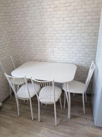 Кухонные столы, стулья, табурет.