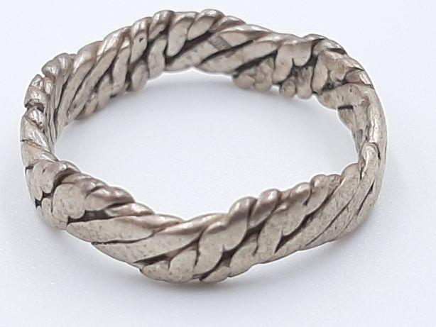 Frumos inel vechi din argint 925, model deosebit manufacturat!