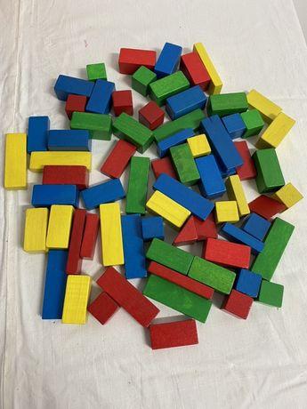 Lot 73 bucăți cuburi din lemn diverse modele și culori