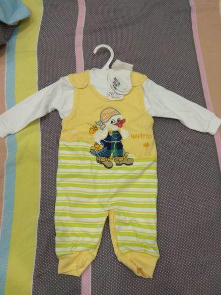 Бебешки комплект от гащеризон, блузка и чорапки