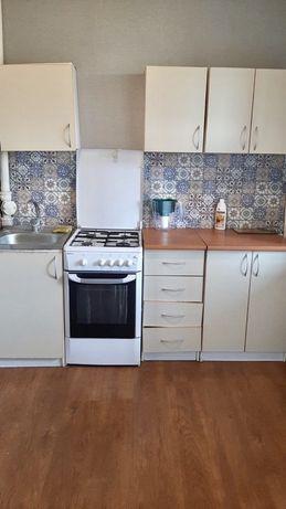 Кухонный гарнитур вместе с газ.плитой