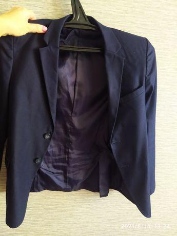 Подарю пиджак на 6-7 класс,размер 42-44