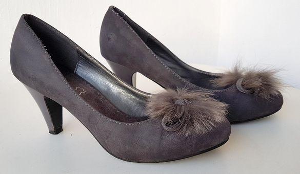 Дамски обувки с ток и с пухче. TENDENZ