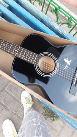 Срочно продам гитара в отличном состоянии!!!