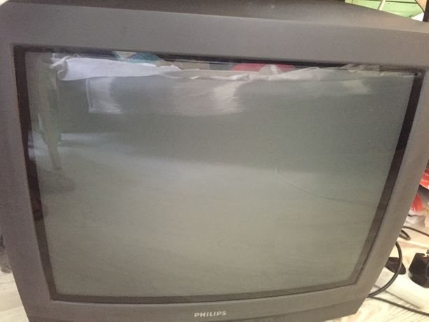 Vand 2 TV de reparat sau pentru piese