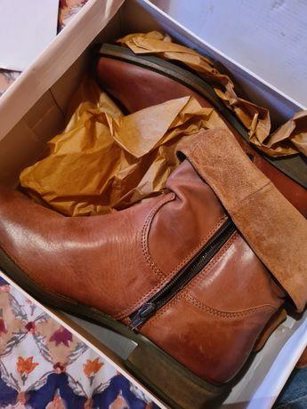Vând cizme scurte din piele
