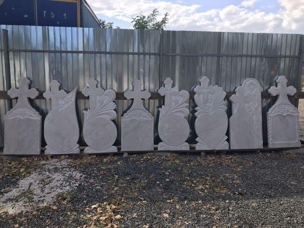 monumente marmura cruci funerare