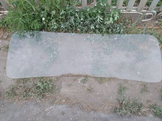 Продам лобовое стекло