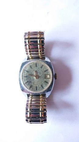 Стар  часовник Raketa с верижка и дата на 3 часа.
