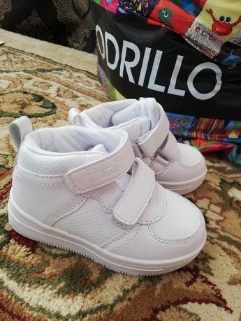 Продается детская ботинка