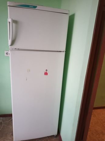 Продаю холодильник на запчасти 10000тенге