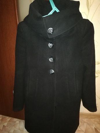 Женское пальто.         .