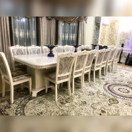 Продам гостиный стол и 22 стула