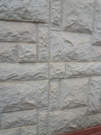 Фасадна облицовка тип дялан камък и рустика