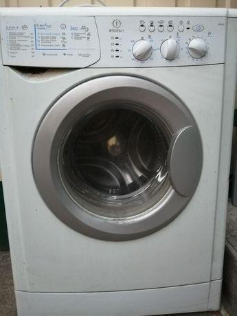 Продам на запчасти стиральную машину