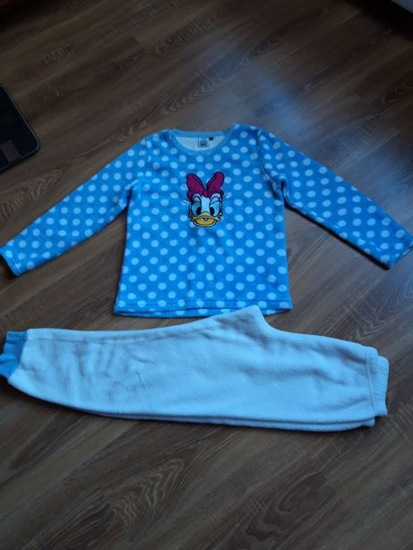 Pijamale fetite