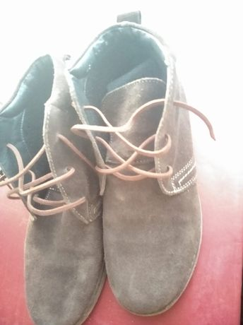Продам замшевые ботинки
