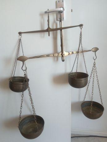 Vechi balante de alamă
