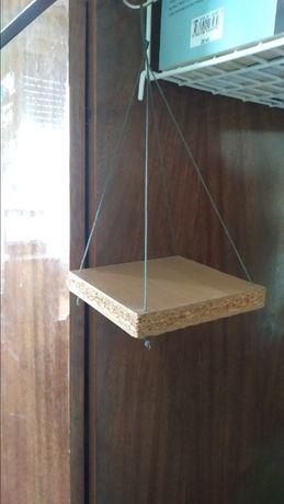 Дървена поставка с въженце- подарява се