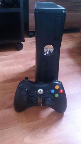 Vand Consola Xbox 360 Slim,Kinect nou