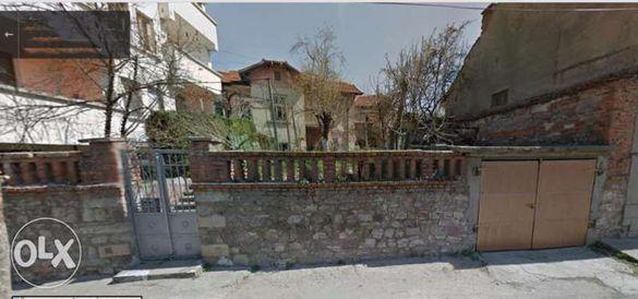 Имот - къща с двор и гараж,центална част 230кв.м.