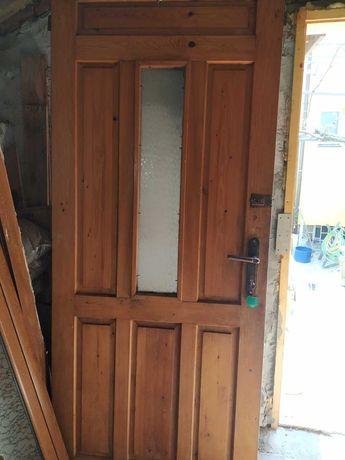 Дървена масивна врата