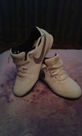 Vand adidasi Nike originali