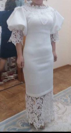Платья вечерное  белая