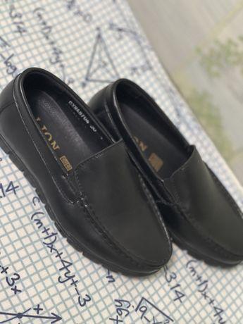 Обувь новая школьная