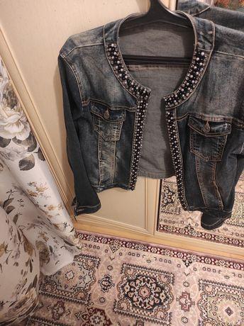 Продается джинсовая куртка! Состояние отличное!