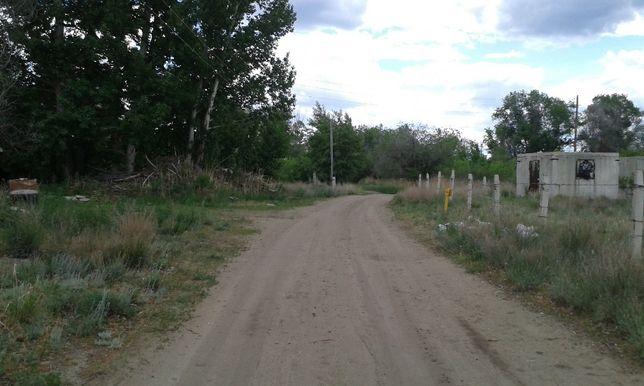 Продам земельный участок 11сот п.Кирпичный 3х3 домиком,рядом газ-свет