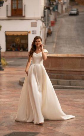 Продам шикарное  свадебное платье абсолютно новое, размер 38