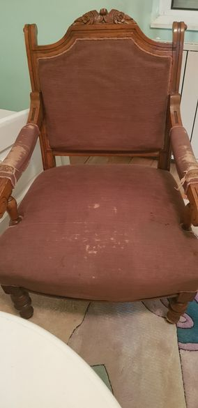 Старинен стол