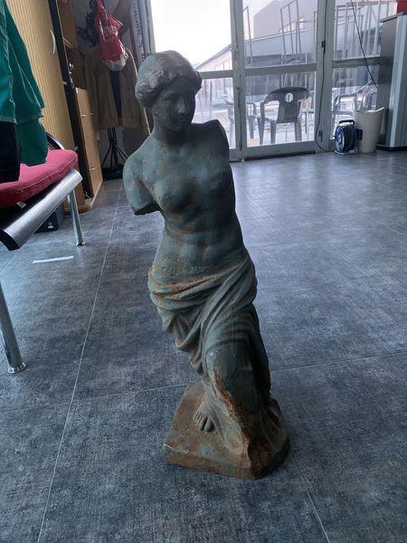 Статуя жена без ръце с. Руен - image 1