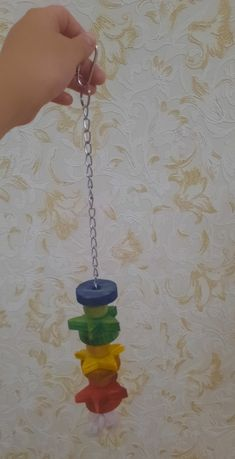 Красивый игрушка для папугайа.