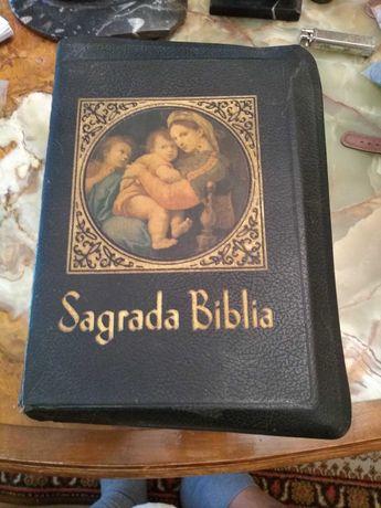 Антикварна католическа библия