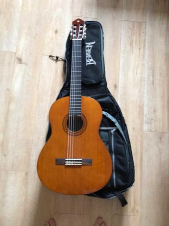Продам гитару Yamaha C40