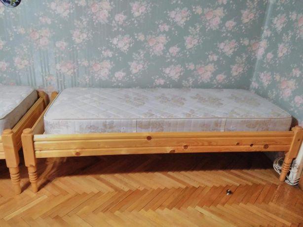 Pat 200x90 single de o persoana din lemn natur / masiv + saltea