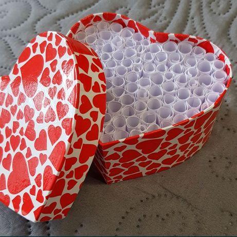 Кутия Обичам те на 100 езика/101 причини да те обичам за нея или него