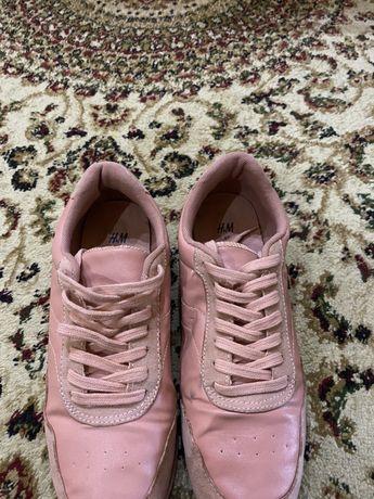 Женские обуви. Туфли, кроссовки.