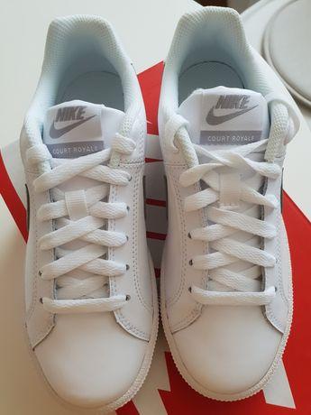 Wmns Nike Court Royale Noi