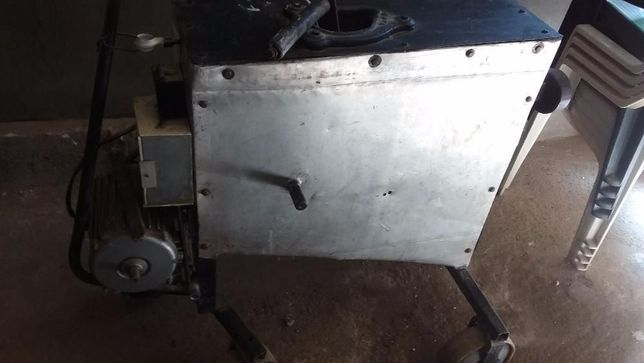 Machina Electirca si Manuala nouă pentru batut porumb