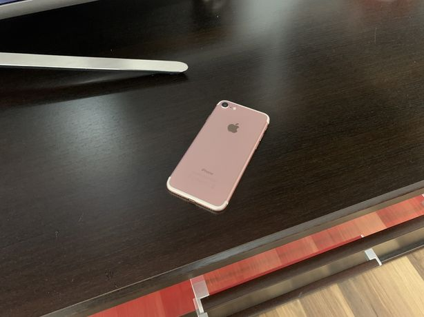 Oferta - iPhone 7 32GB roz - aproape nou