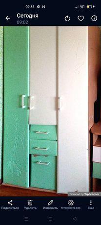 Детский кровать  стол шифоньер