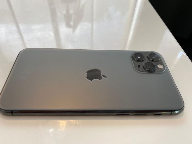 Carcasa Iphone 11 Pro Max originala in stare foarte buna