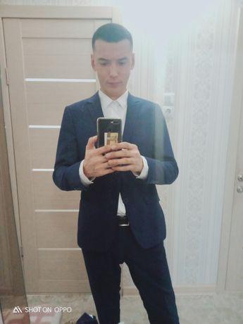 Продам костюм синего цвета