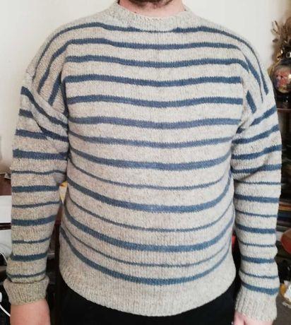 Pulover din lana impletit manual